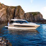 Express Cruiser / Innenborder / zweimotorig / Hard-top / Fahrten