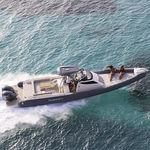 Außenbord-Schlauchboot / zweimotorig / Festrumpf / Mittelkonsole