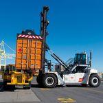 Containerstapler für beladene Container / Obenhubspreader