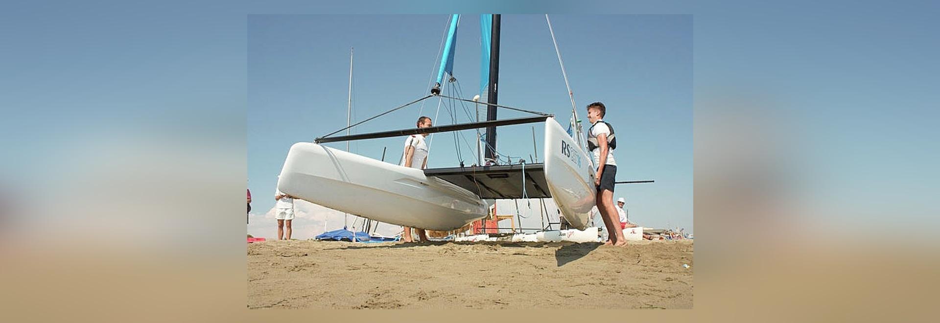Segel katamaran innen  RS Segeln startet den Katamaran RS CAT 16 - RS Sailing