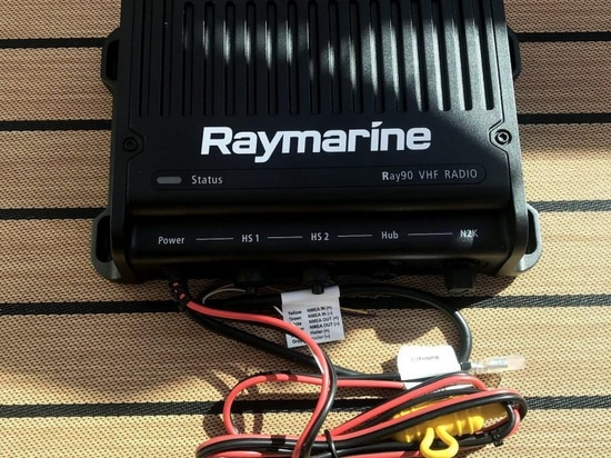 Raymarine Ray90, ein Vollfunktionsflugschreiber VHF-Radio mit drahtlosen Hörern und Bluetooth-Audio