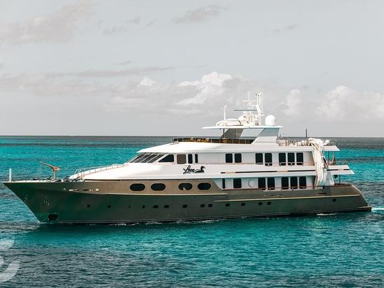 Die 47m Motoryacht Loon in Anguilla