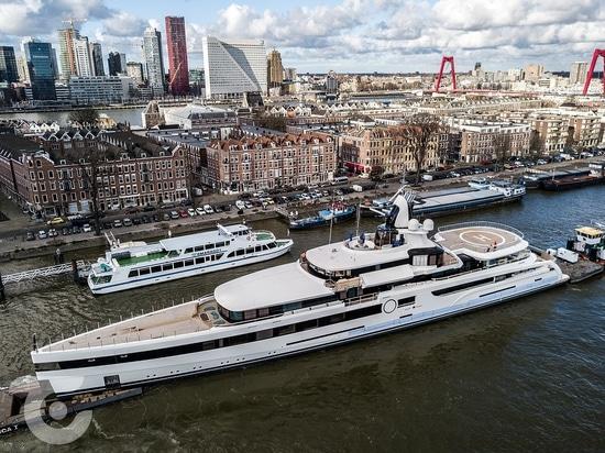 93m Vorschiff Superyacht Lady S kurz vor der Auslieferung