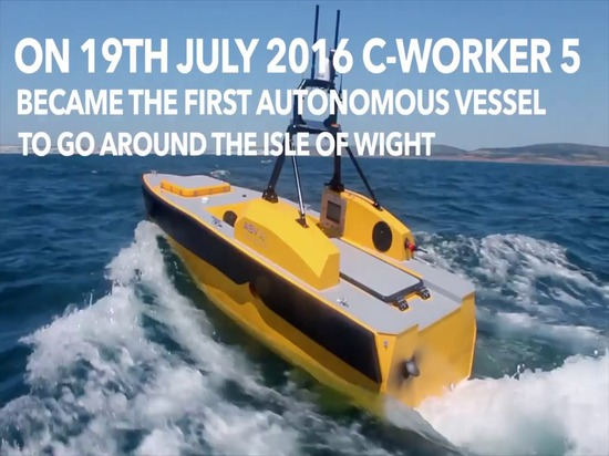 Autonomes Boot geht ringsum die Insel