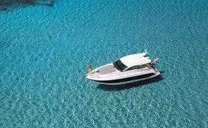 Motorboote mit Kabine