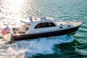 Express Cruiser / Innenborder / Hard-top / IPS / Lobster