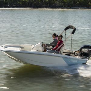 Außenbord-Konsolenboot