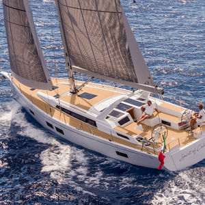 Segel-Yacht / Hochseefahrten / mit offenem Heck / 6 Kojen / Doppel-Steuerrad