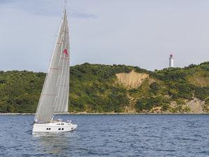 Segel-Yacht / Fahrten / mit offenem Heck / Decksalon / 4 oder 5 Kabinen