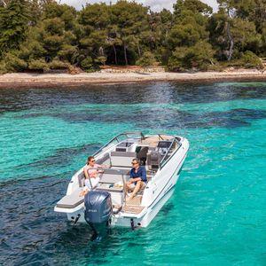 Cabin-Cruiser / Außenbord / Open / Fahrten / Wasserski