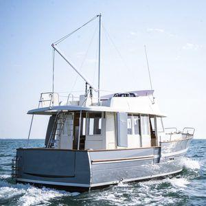 Innenborder-Trawler / Halbgleiter / Flybridge / mit Ruderhaus