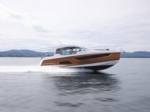 Express Cruiser / Innenborder / zweimotorig / Hard-top / Tauch