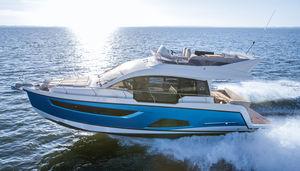 Express Cruiser / Innenborder / zweimotorig / Flybridge / max. 12 Personen