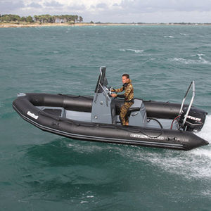 Außenbord-Schlauchboot / Festrumpf / Mittelkonsole / für Speerfischer