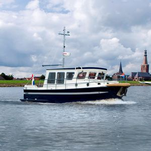 Innenborder-Trawler / Kanal