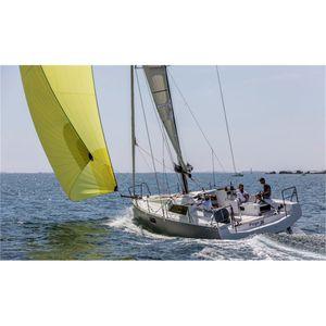 Segelboot für sportliches Fahrtensegeln / mit offenem Heck / Glasfaser / 2 oder 3 Kabinen