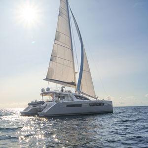 Segel-Yacht / Katamaran