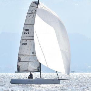 Einrümpfer / Daysailer / Regatta Kielboot / mit offenem Heck