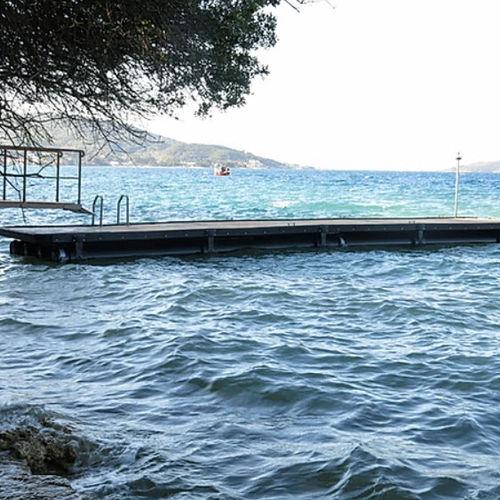 schwimmender Ponton