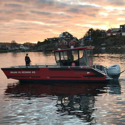 Arbeitsboot Berufsboot / Such- und Rettungsboot / Landing craft / Feuerloeschboot