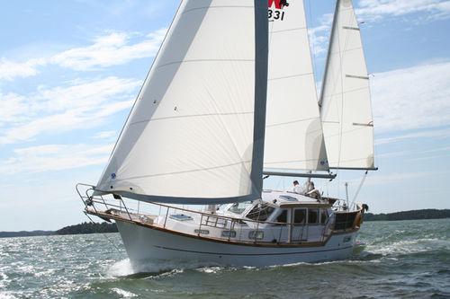 Motor-Segler-Segelboot
