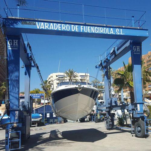 Kran für Yachten / Hafen / für Yachthäfen / radmobil