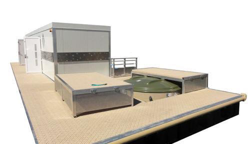 Schwimmende sanitäre Anlage