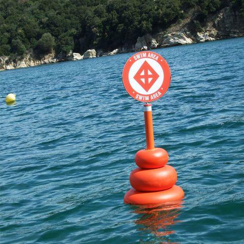 Schwimmendes Hinweisschild
