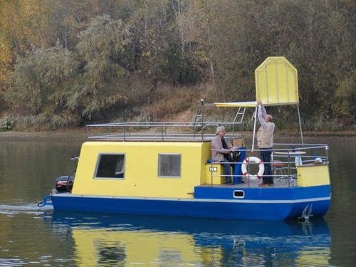 Außenborder-Hausboot