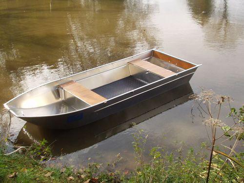 Offenes Boot / Außenbord / Aluminium / max. 4 Personen