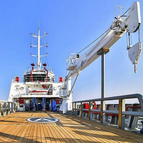 Kran mit Ausleger / für Schiffe / auf Schwimmkai / für Yachten