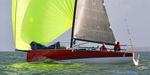 Einrümpfer / Regatta Kielboot / mit offenem Heck / Bugspriet