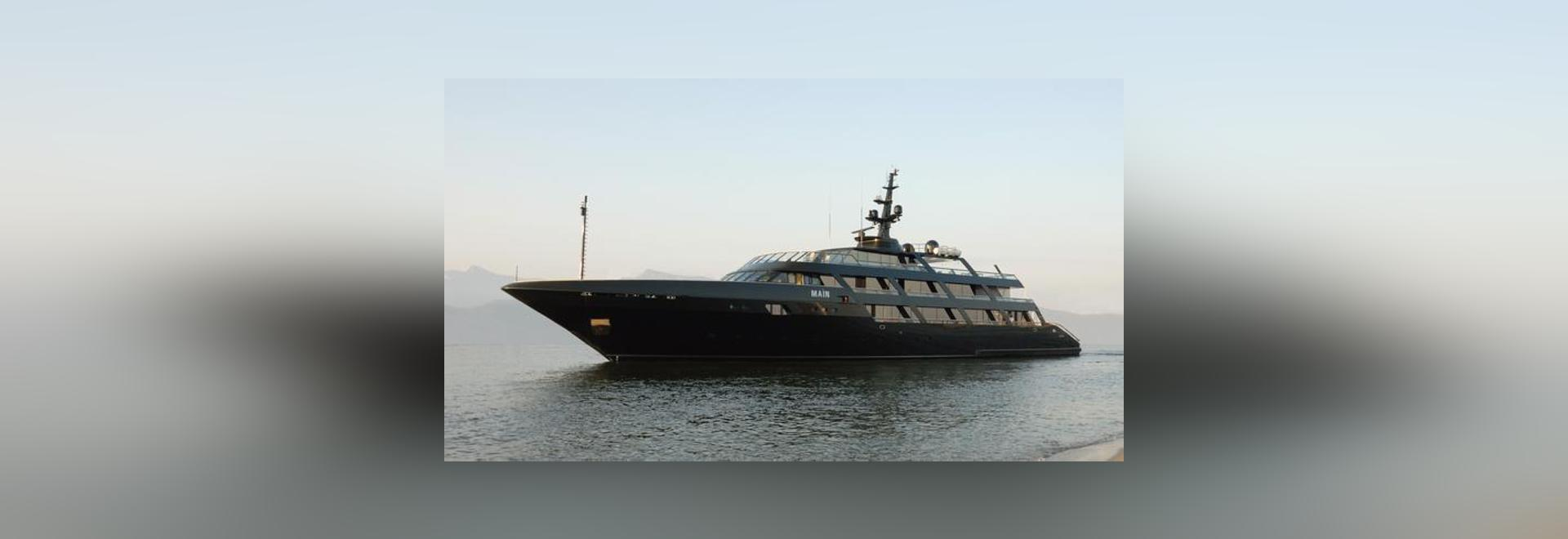 Armanis 65 Meter Codecasa superyacht Maìn
