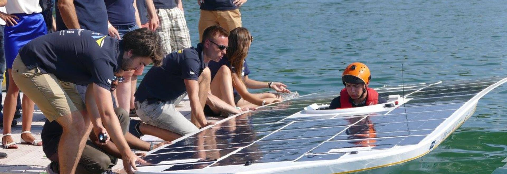 Solarbootsteam TU Delft bereit zur Ärmelkanalüberfahrt