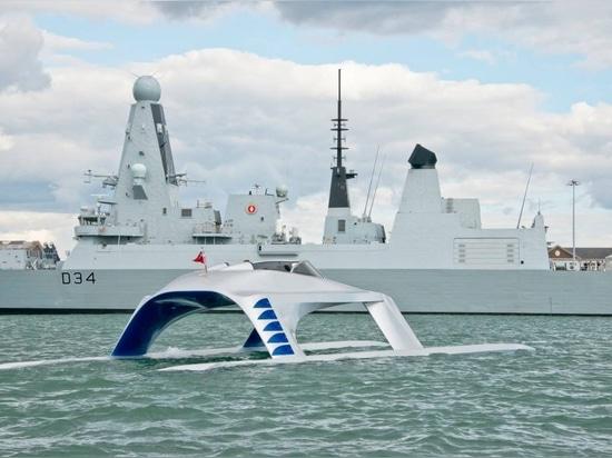 Erste Segelflugzeug-Yacht-Supersport 18 schlägt das Wasser