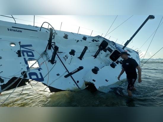 Team Yacht des Vestas Winds, die in ein Riff nahe Mauritius zertrümmerte. Foto/Shane intelligent