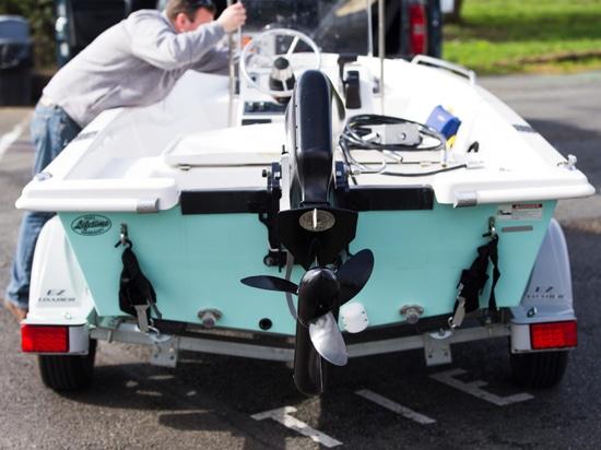 Reiner Watercraft deckt neuen Batteriesatz für Elektromotor auf