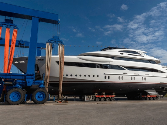 Rossinavi lässt 52-Meter-Yacht Florentia zu Wasser