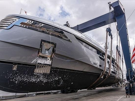 Abgeschossen: Rossinavis 49 m lange Motoryacht EIV enthüllt