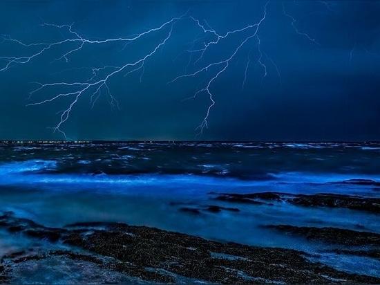 Blitz gegen Superyacht: Wie man in einem Sturm sicher bleibt