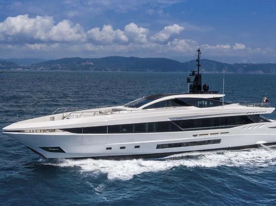 Zweite Mangusta GranSport 45 Superyacht Project Amalfi zu Wasser gelassen