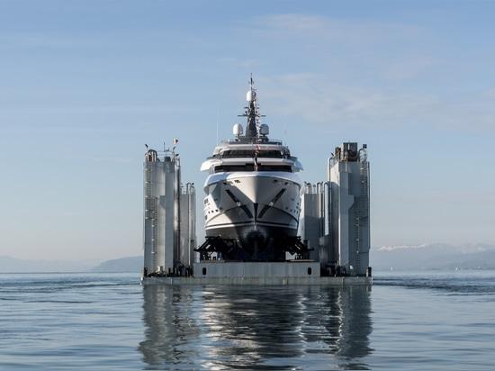 Größte Rossinavi-Yacht 70m Polaris zu Wasser gelassen