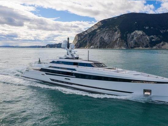 Columbus S50 Superyacht zu Wasser gelassen und auf den Namen K2 getauft
