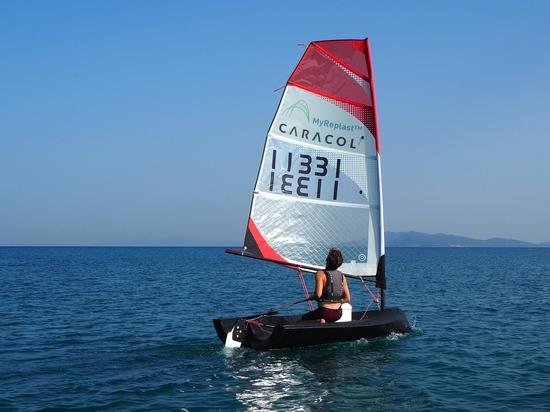 das erste 3D-gedruckte Boot der Welt, Beluga, sticht während der Mailänder Designwoche 2021 in See