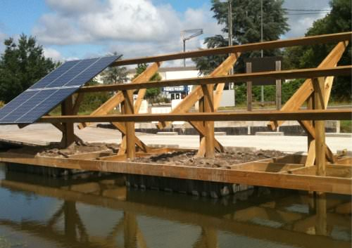 floating plateform for photovoltaic panels